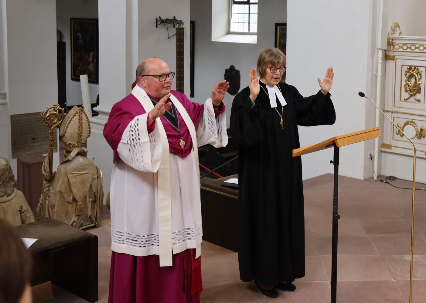 Regionalbischöfin Gisela Bornowski und Domkapitular Stefan Gessner – Ökumenischer Gottesdienst zum Abschluss der Ausbildung